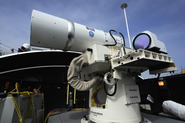 laser-weapon-system-on-dewey-2-1135.jpg