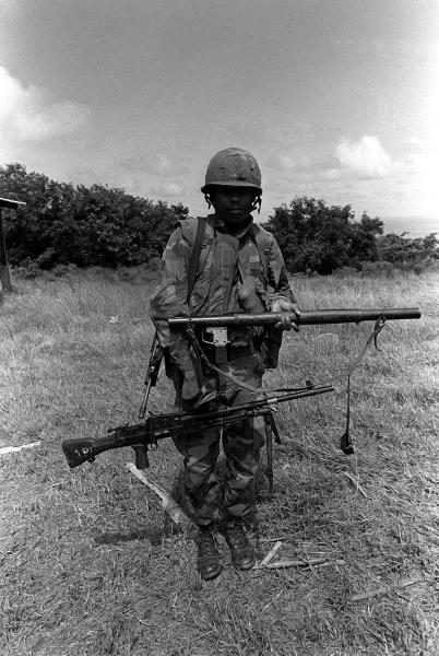 marine-with-a-rpg-2-rocket-launcher-and-a-bren-light-machine-gun-1322.jpeg
