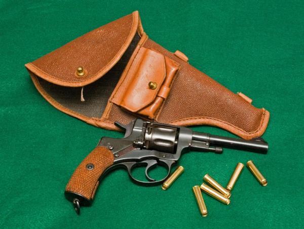 nagant-revolver-936.jpg
